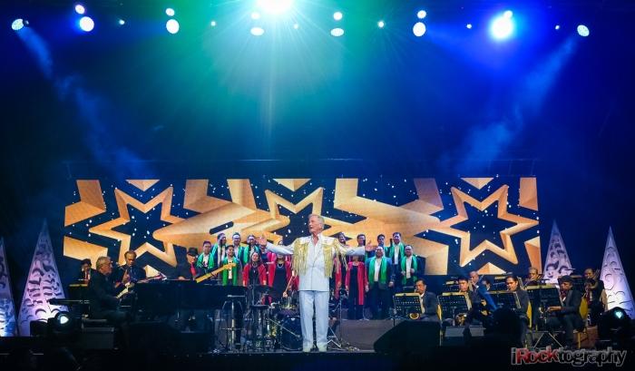 Pat Boone, live in Manila...